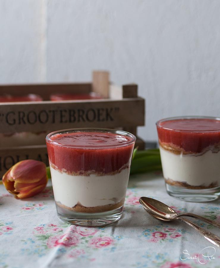 Mascarponecreme mit Erdbeer-Rhabarber Kompott