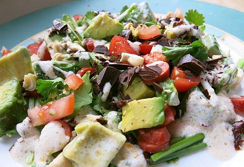 Im CorumBlog findet ihr dieses leckere Rezept für einen Guacamole Salat mit Schokoeiern.