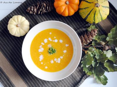 Aus der Lameng ist auf den letzten Drücker noch mit dabei und hat ebenfalls eine Suppe für uns: Kürbis Kokos Suppe mit Curry.