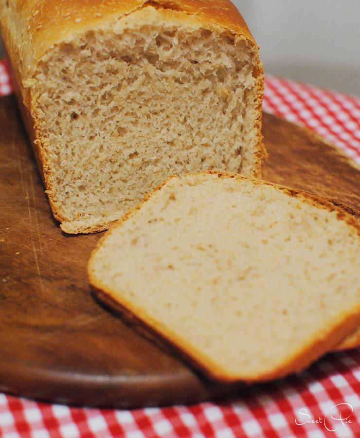 selbstgebackenes Brot gehört für mich mittlerweile einfach dazu.