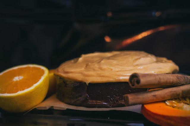 Von Diana Verderame Fotografie gibt es diese Kürbistorte mit Mascarpone-Orangen-Creme