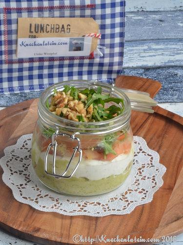 Über die herzhafte Einreichung von Küchenlatein habe ich mich sehr gefreut. Sie hat einen tollen Snack im Glas aus Avocadocreme und Lachs für uns gemacht.