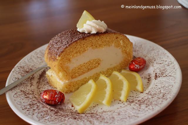 Rollen oder Rouladen sind eine meiner Kuchen-Leibspeisen! Daher habe ich mich besonders über diese feine Zitronenroulade von Mein Land und Gartengenuss gefreut.