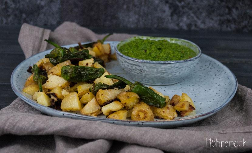 Patatas Bravas mit Mojo Verde & Pimientos - Möhreneck