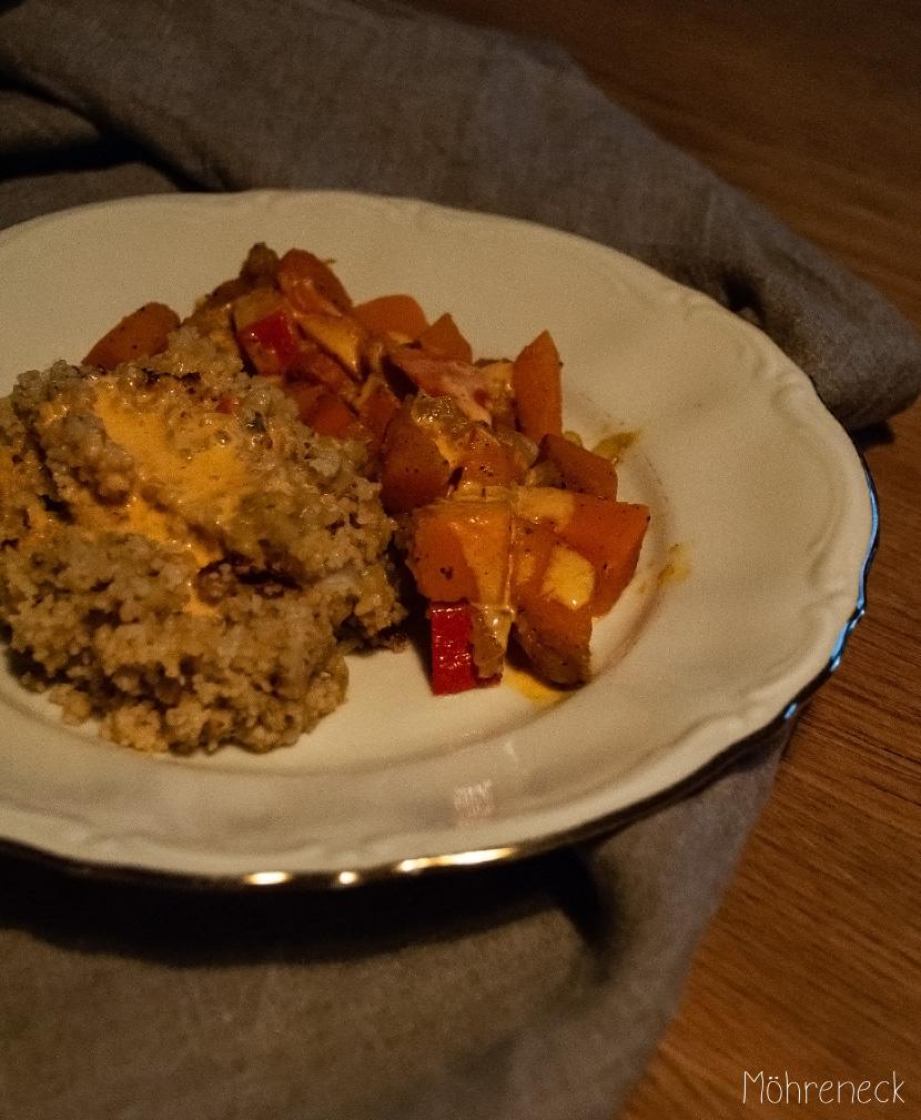 Couscous mit Kürbis und Currysauce