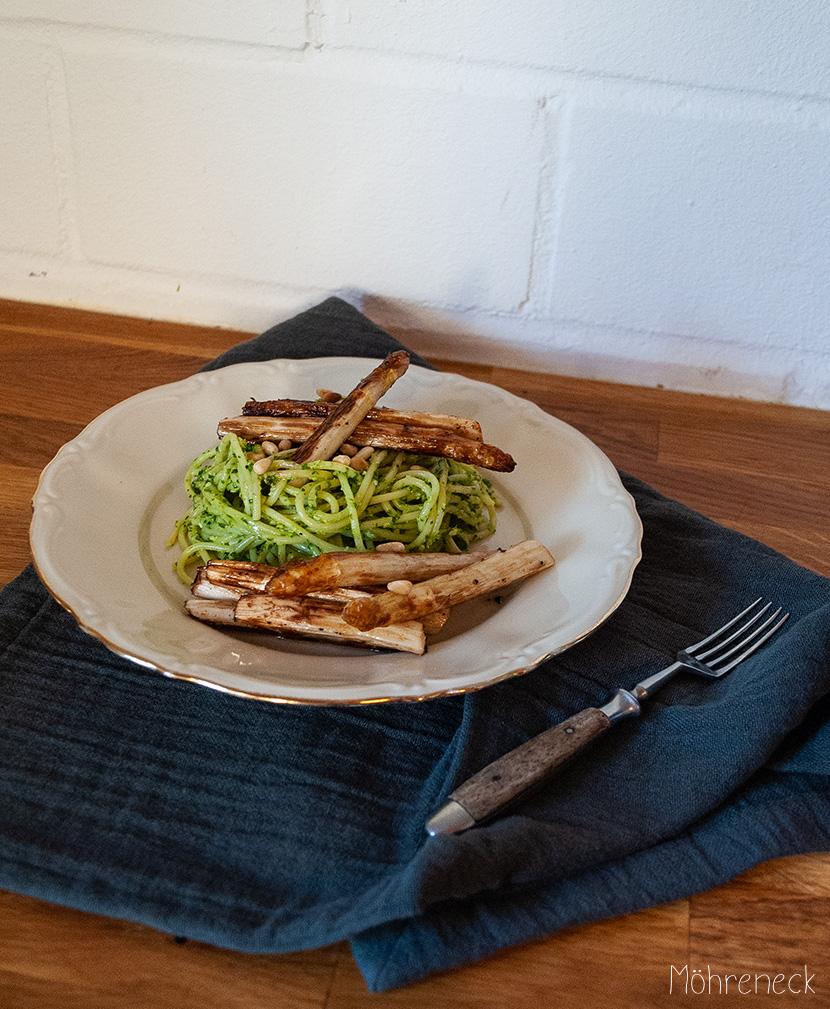 Pasta mit Limetten-Rucola-Pesto und gebratenem Spargel