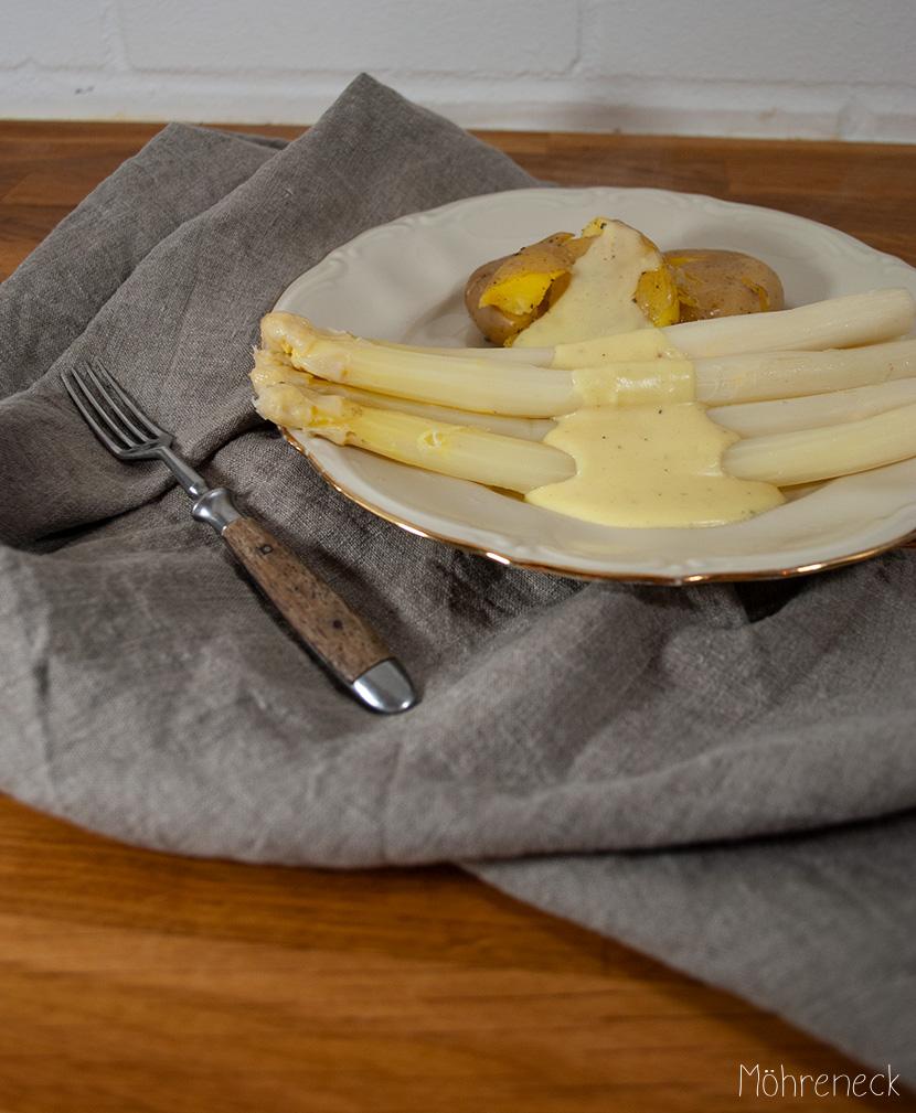 Spargel mit Sauce Hollandaise und Quetsch-Kartoffeln