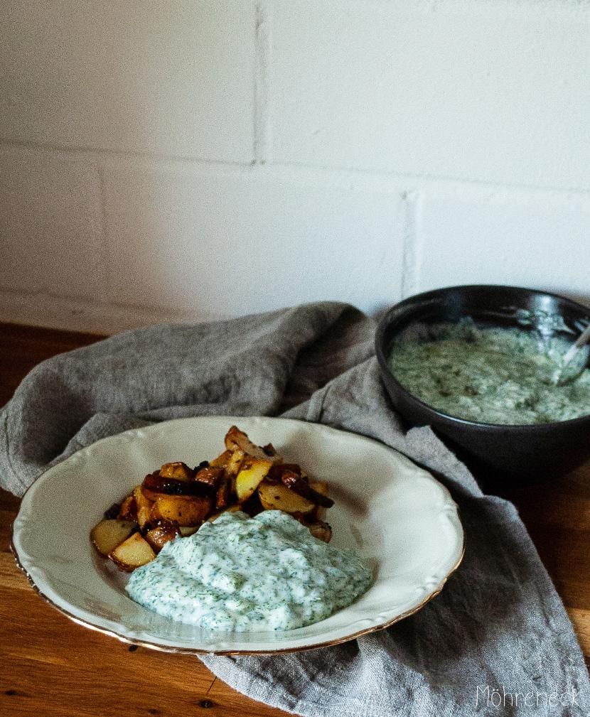 Grüne Sauce mit Bratkartoffeln