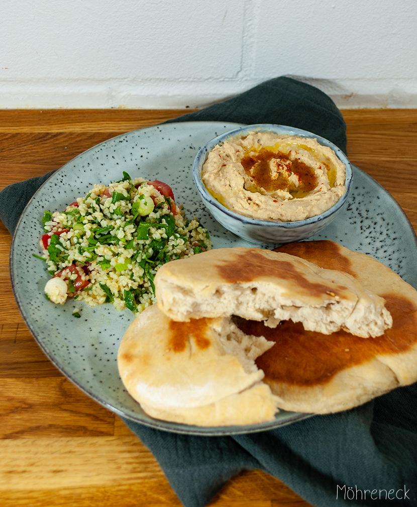 Khoubiz mit Hummus und Taboulé