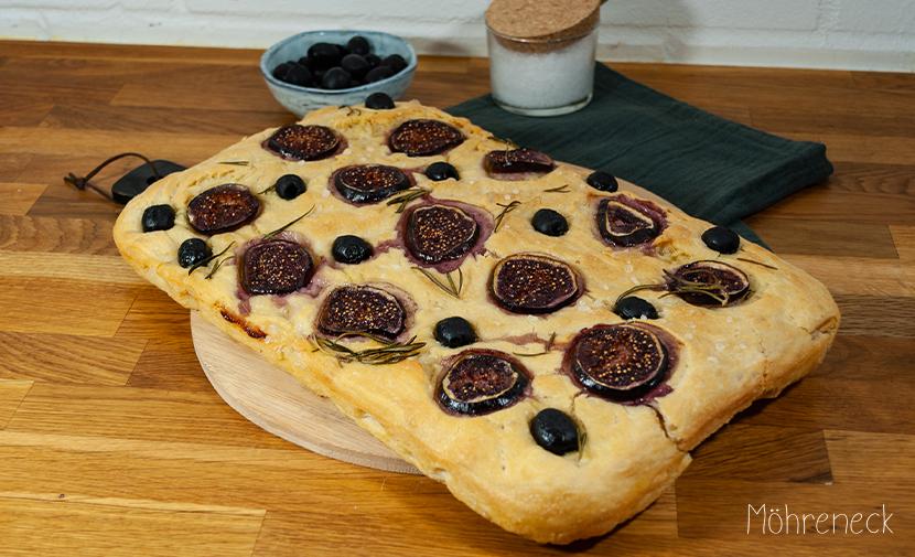 Focaccia mit Feigen und Oliven