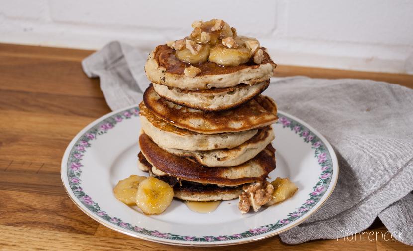 Bananen-Pancakes mit gerösteten Walnüssen