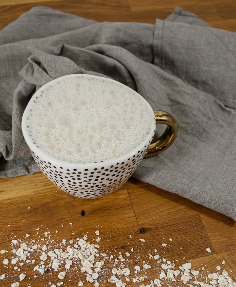 Cappuccino mit selbst gemachter Hafermilch