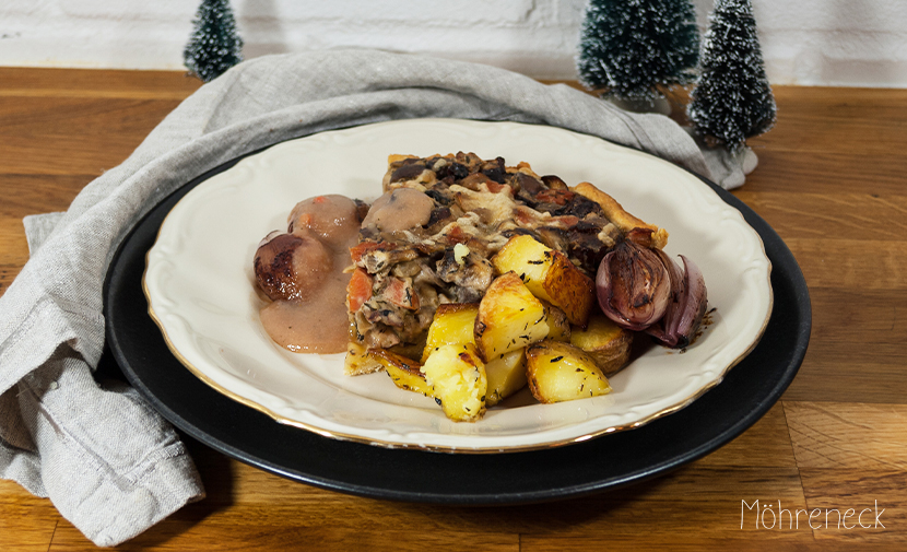 Pilz-Maronen-Tarte mit Rotwein-Schalotten und Röstkartoffeln
