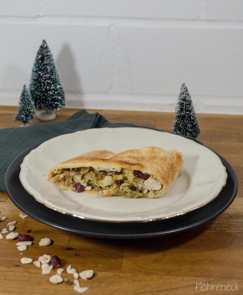 Weihnachtsrolle mit Wirsing und Cranberrys
