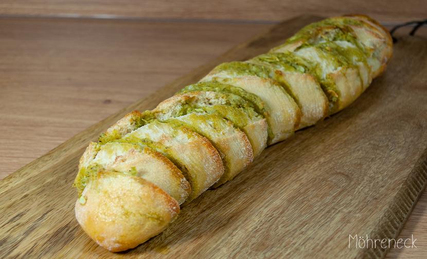 Pesto-Knoblauch-Baguette