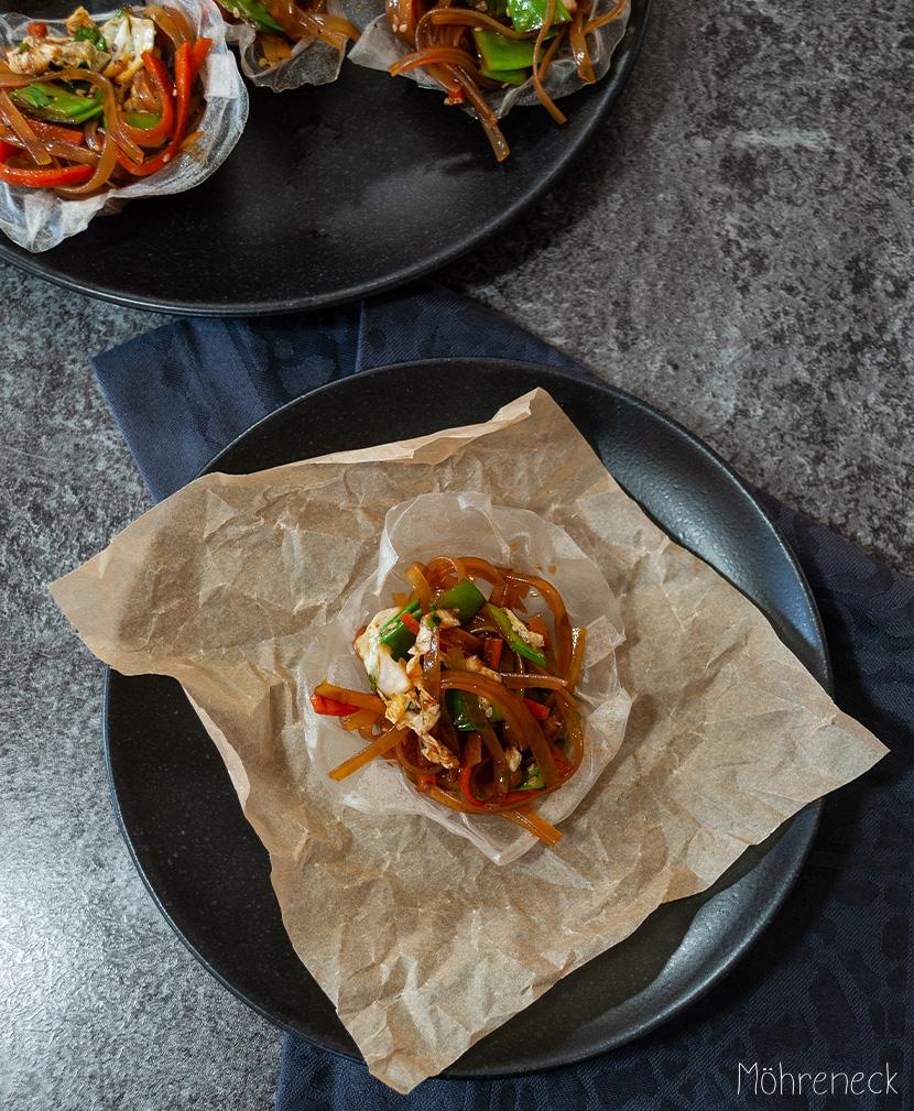 Glasnudelsalat in Reispapierschälchen