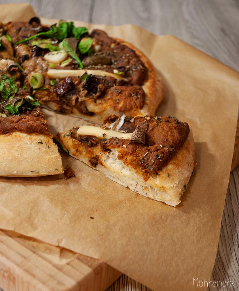 Hummuspiiza mit Pilz-Hummus