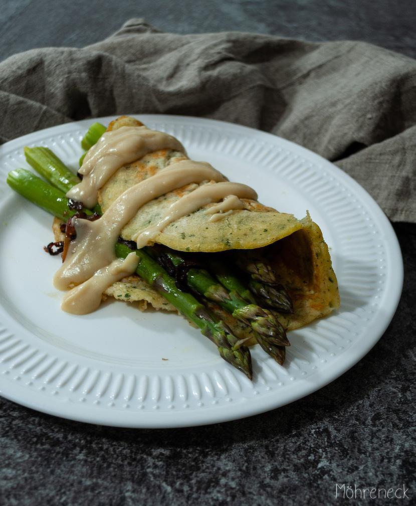 Kräuter-Pfannkuchen mit grünem Spargel