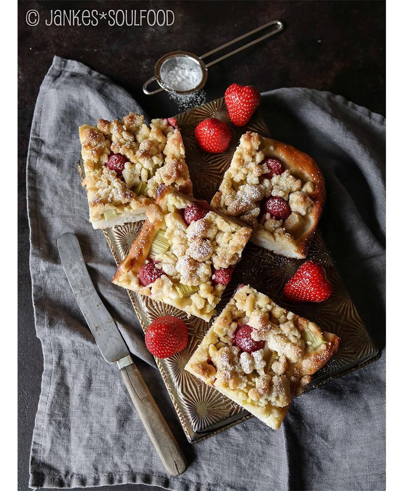 Erdbeer-Rhabarber-Streusel von Jankes Soulfood
