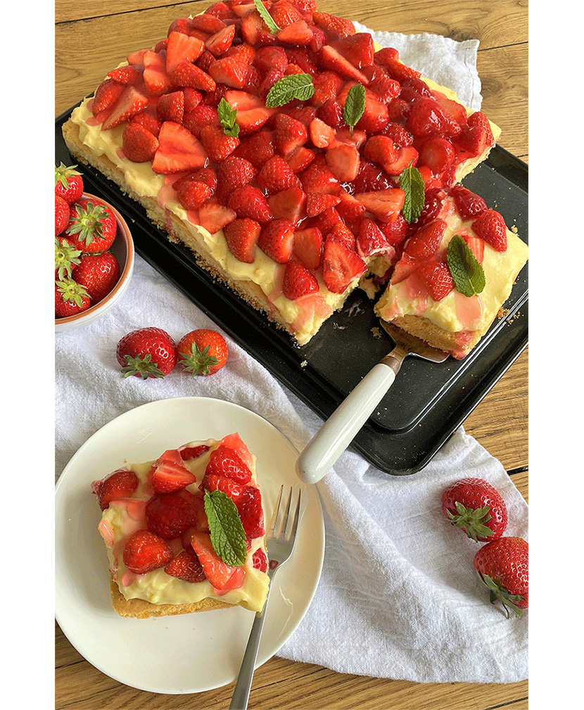 Erdbeer-Pudding-Blechkuchen von Küchenmomente