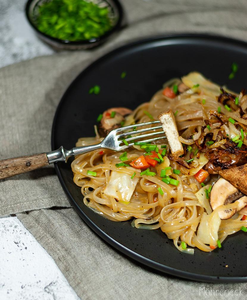 Glasnudeln mit Winter-Wokgemüse und Tofu